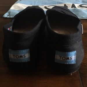 Toms Shoes - Tom's NEW shoes